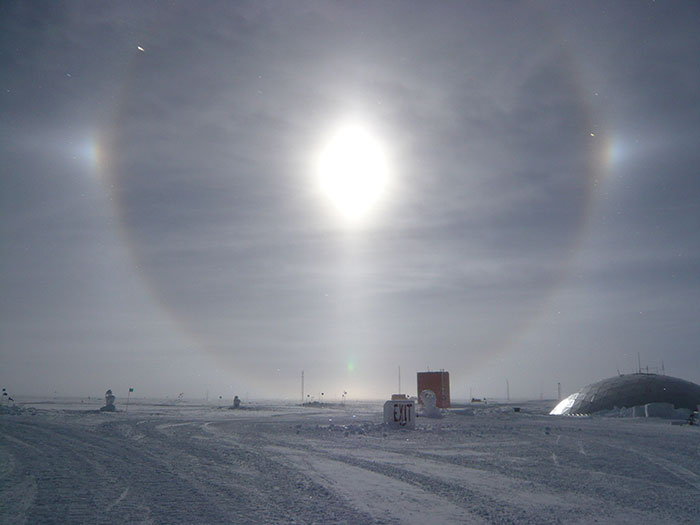 Full circle solar halo with parhelia and lower tangent arc South Pole 12 Jan 2009